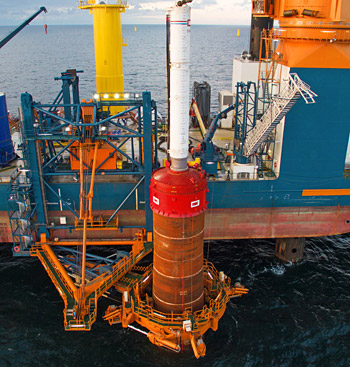 In view of the diameter of the monopiles – 7 m at the seabed, 5.5 m at the transition piece to the tower – the extreme dimensions and plate weights of the Dillinger TM plates offered significant savings potentials