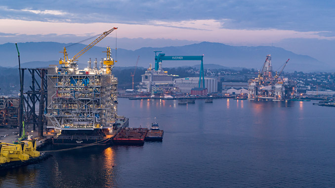 The Kværner yard with the Johan Sverdrup processing platform – the living quarters and Njord in the background (photo: Equinor/Roar Lindefjeld/Espen Rønnevik)