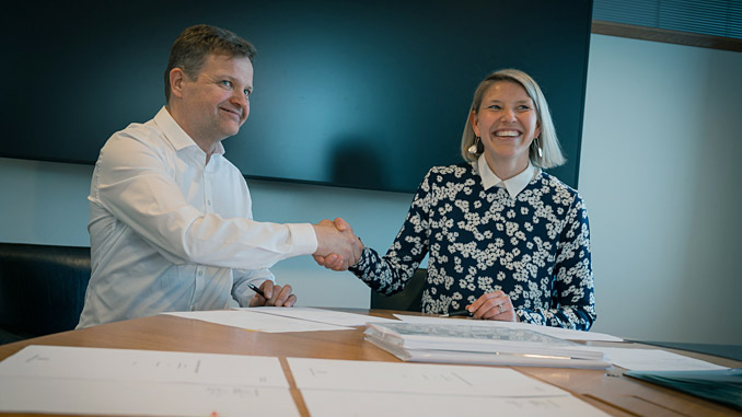 Anja Frada, Vice President, Business Development, Finance and Control, Wärtsilä Energy Business and Ari Piispanen, shareholder, Soletair Power Oy, signed the seed funding contract between the companies on 12 April 2019
