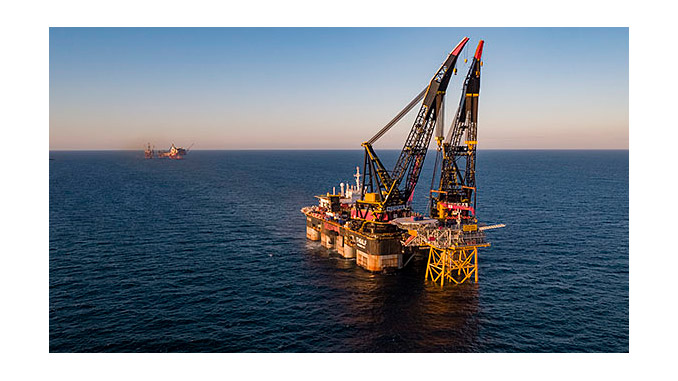 Heerema's 'Thialf' lifting vessel placed the 2000-tonne topsides on the jacket
