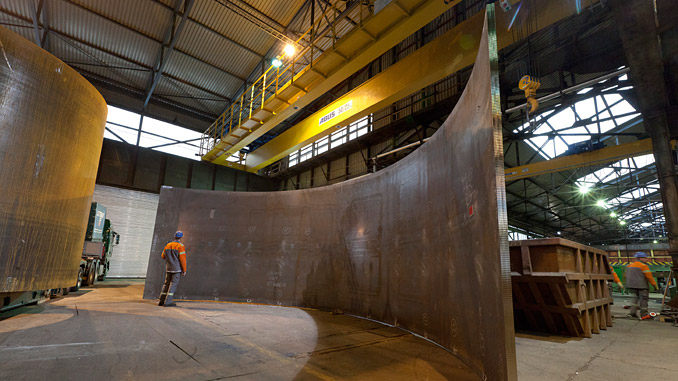Trial fit-up of an edge-prepared and roll-bent shell; wall thickness 80 mm