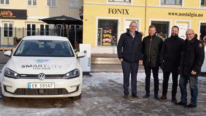 Electric auto charging – from left, Martin Vik of Halden municipality, with Kjetil Ulving-Tufte, Kjetil Hulbach and Per Gjerløw of Schneider Electric