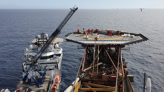 The Ampelmann E1000 enabling safe cargo transfers for Apache North Sea